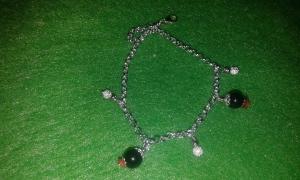 Bracciale in argento 925 con ciondolo su coccu in onice nera e corallo sardo  euro 20,00