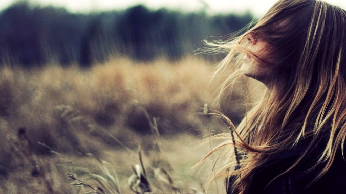 ws_Beautiful_Girl_with_Wind_in_Her_Hair_1920x1080